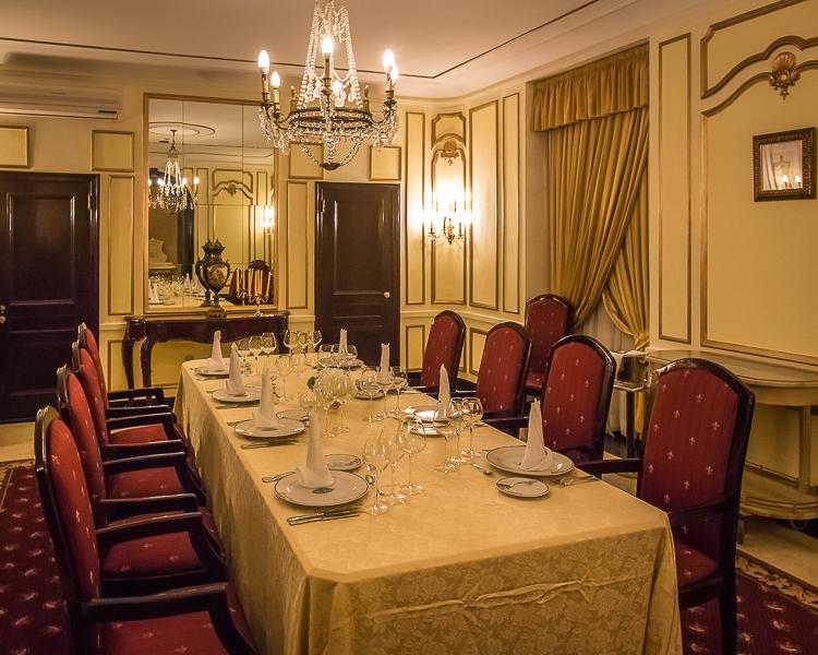 I de private gamakkene på Hotel Nacional serverer de fortsatt middag på det samme serviset som under mafiakonferansen i 1946.