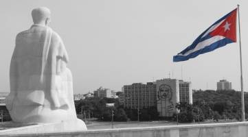 Marti og Cubansk flagg_edited-2-2