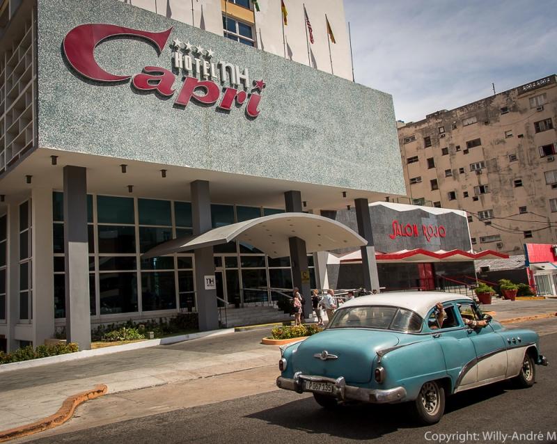 Nyttårsaften 1959 stormet bevæpnede rebeller Hotel Capri. Baren i lobbyen ble skutt i filler, men den amerikanske skuespilleren George Raft fikk dempet gemyttene.
