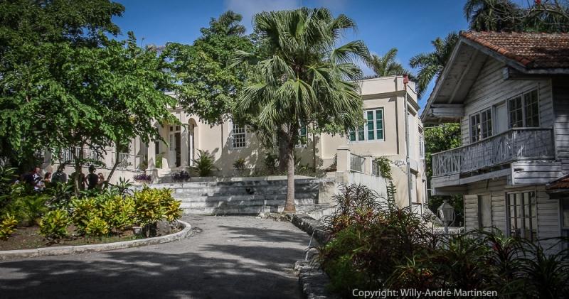 Finca Vigia var eiendommen til Ernest Hemingway på Cuba. Her var forelegger Harald Grieg i Gyldendal gjest. Forlaget var det første i verden som utga en oversettelse av den berømte amerikanske forfatteren.