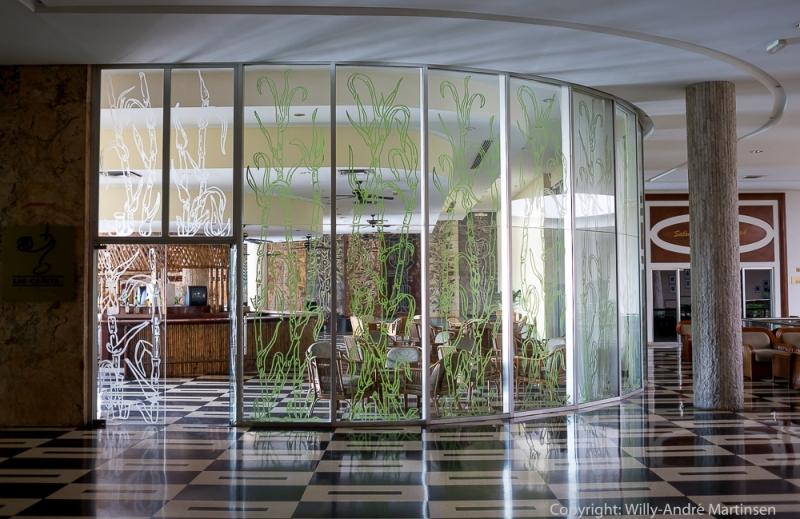 Fortsatt er baren over lobbyen i Hotel Habana Libre et godt sted å slappe av med en puro.