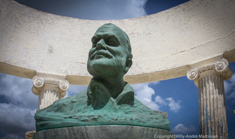 I fiskelandsbyen Cojimar står denne bysten av Ernest Hemingway. Den er støpt av bronsepropeller og akslinger fiskerne samlet inn for å hedre forfatteren.