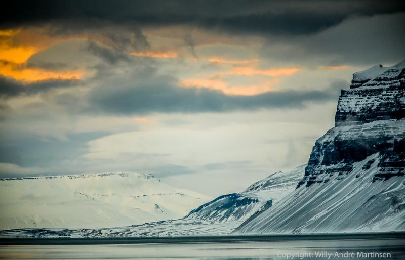 Gjennom vinteren 2014 var nesten alle fjordene på vestsiden av Spitsbergen isfrie. Bildet er tatt innover Tempelfjorden i retning av Von Postbreen.