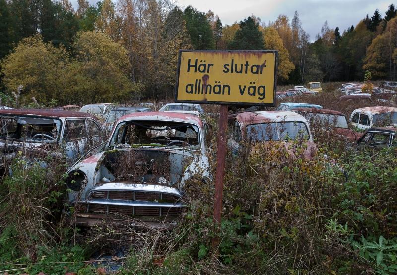 Du vet at du har funnet fram til bilkirkegården når du møter dette skiltet.